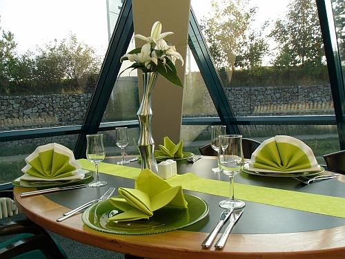 brunch hotel pyramide f rth. Black Bedroom Furniture Sets. Home Design Ideas